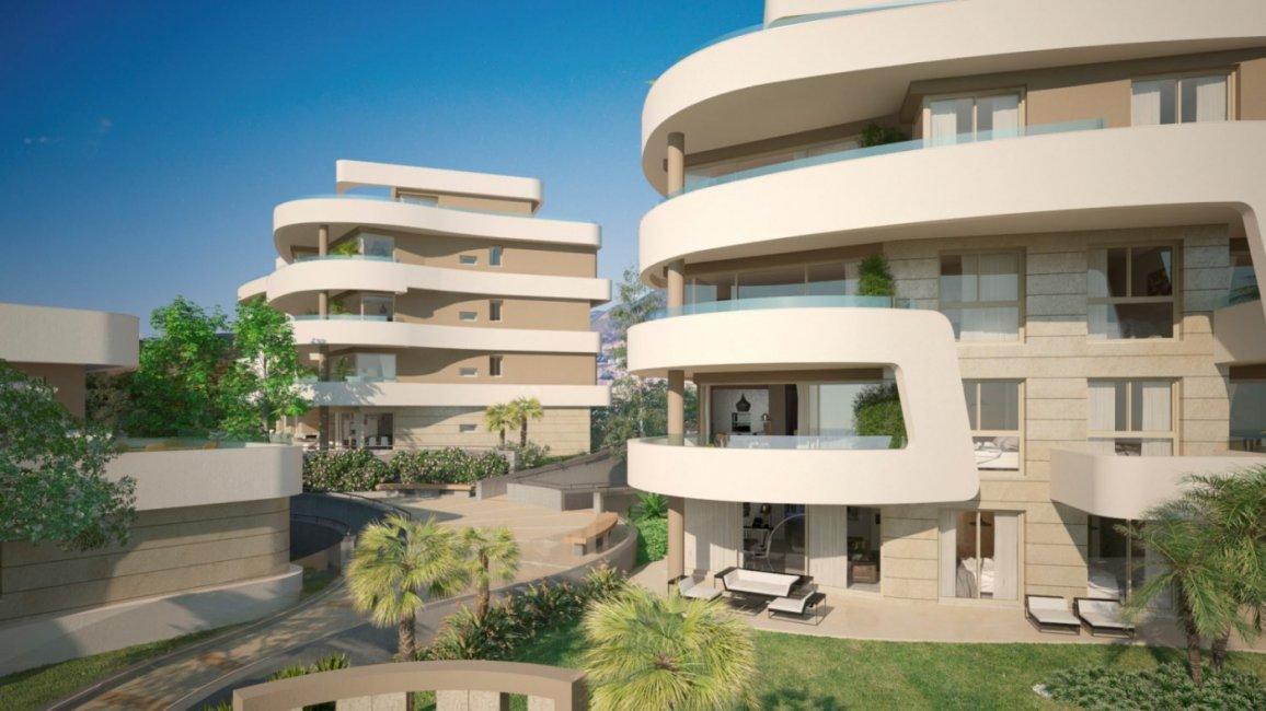 rcs-aa-exterior-plaza-1500x844