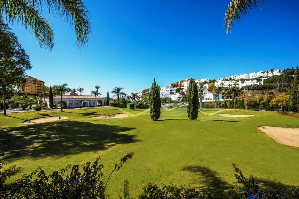 TEE-DISCOUNT-PROPERTY-CENTER-MARBELLA
