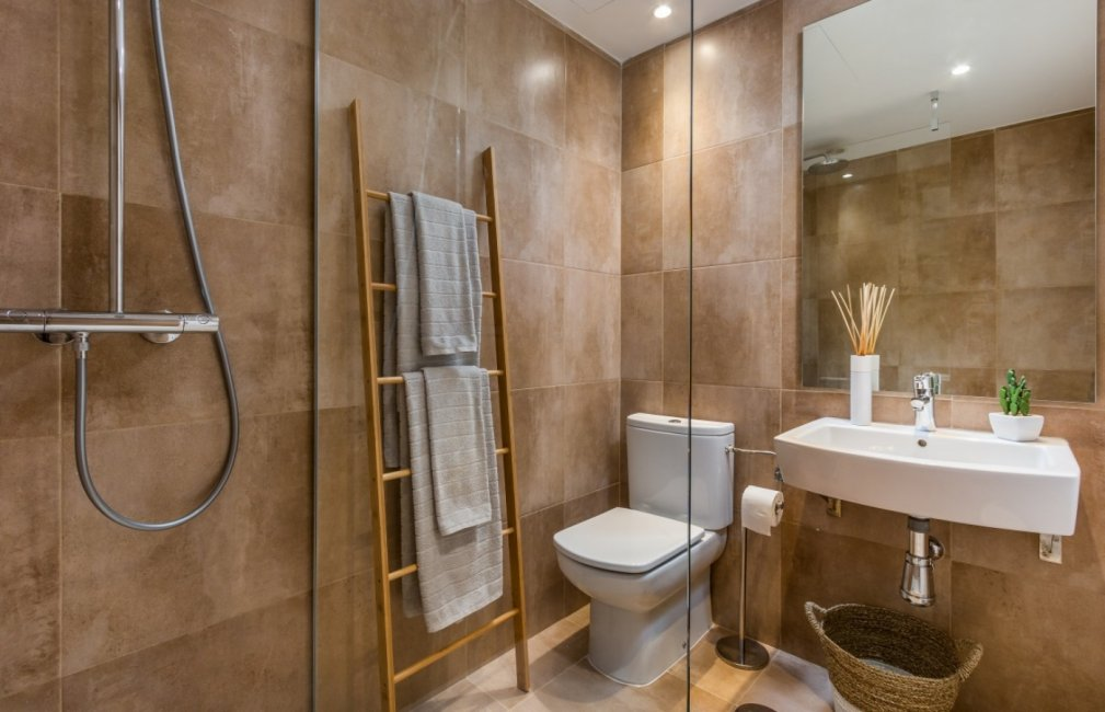 14 BATHROOM SUNSET GOLF DISCOUNT PROPERTY CENTER MARBELLA