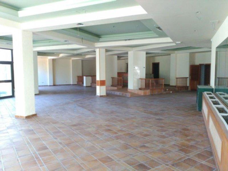 Local comercial en Torrequebrada en Benalmádena