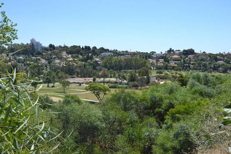 Parcela en el Paraíso en Estepona