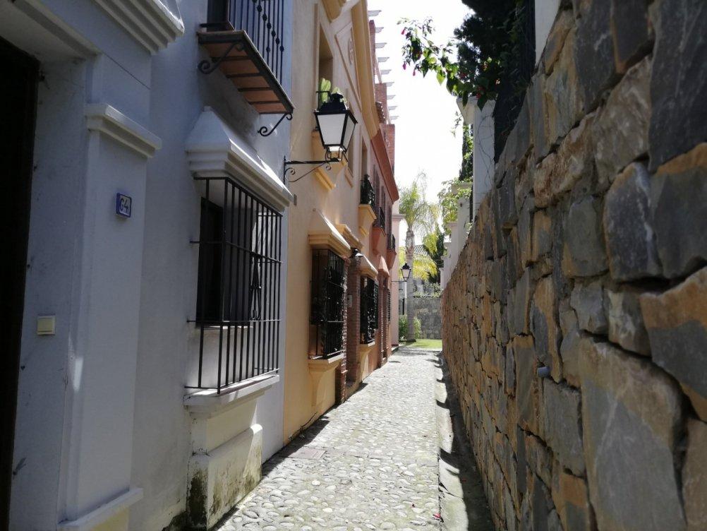 Promoción de chalets adosados en El Campanario en Estepona