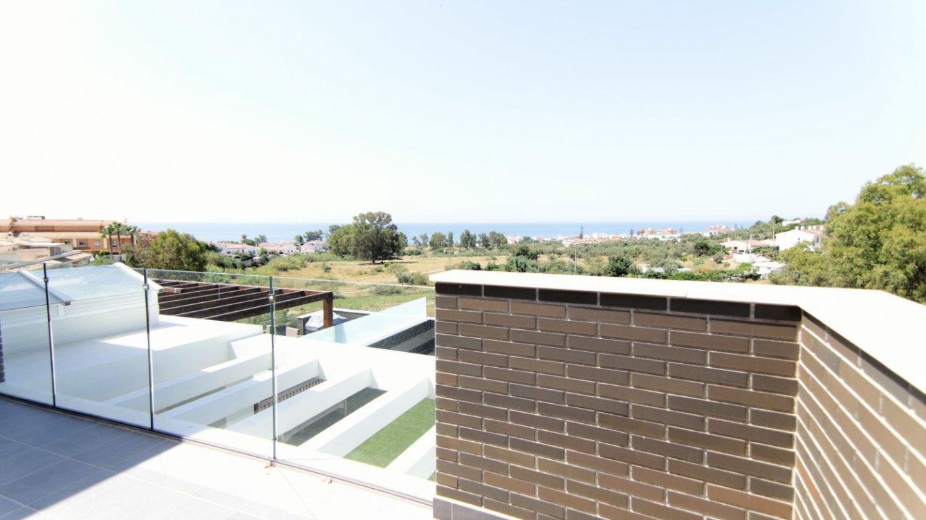Ático con gran terraza en Chilches en Rincón de la Victoria